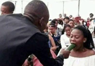 Afrique : Concombre dans la main, un pasteur apprend la fellation à ses fidèles
