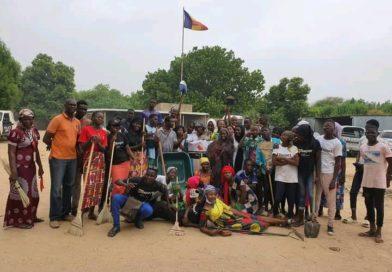 Tchad : Journée internationale de l'enfant africain: Les jeunes de la maison du quartier Chagoua donnent un coup de balai au CA7.