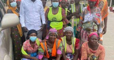 Tchad : Le Centre Américain Happiness, octroi des bourses d'anglais aux employées de nettoyage de voies publiques.